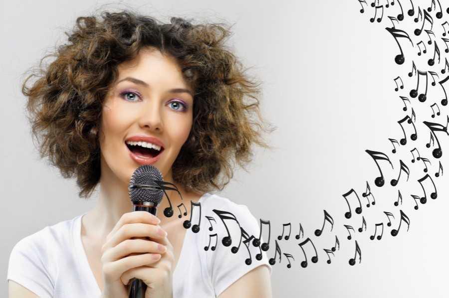 Почему полезно петь в караоке