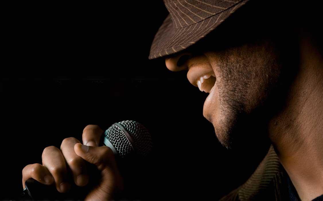 Как красиво спеть в караоке